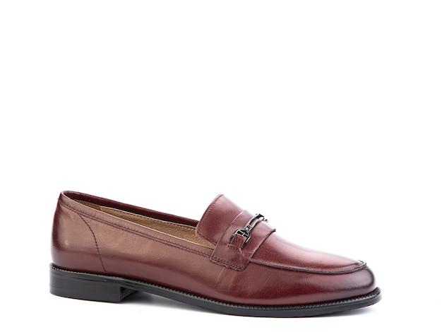Vintage damskie mokasyny buty zbliżenie strzał reklamowy skórzane czerwone buty koncepcja zbliżenie buty