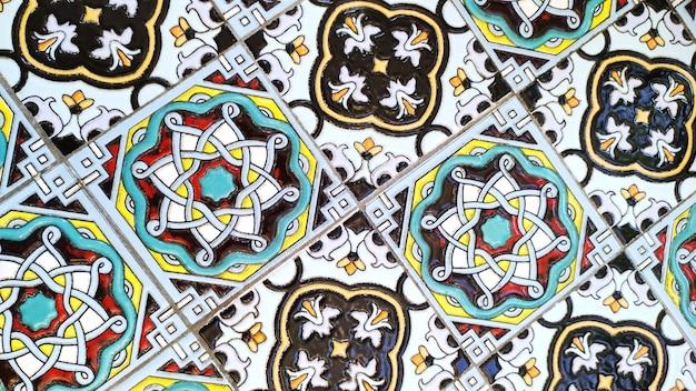 Vintage dekoracyjna włoska płytka z kolorowym marokańskim wzorem