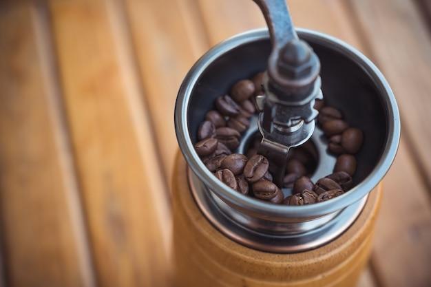Vintage drewniany młynek do kawy