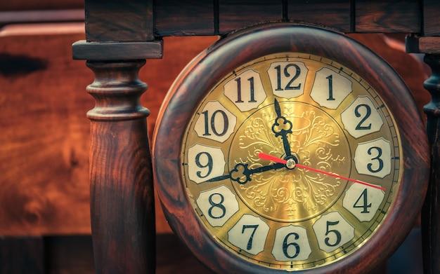 Vintage drewniany zegar