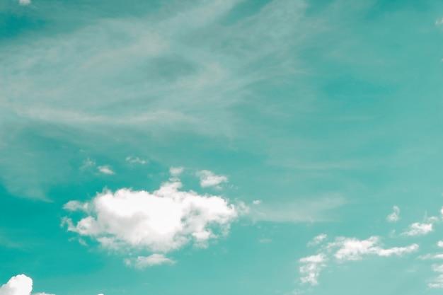 Vintage dynamiczne chmury i niebo tekstury na tle