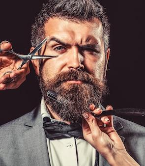 Vintage fryzjer, golenie. portret brodaty mężczyzna