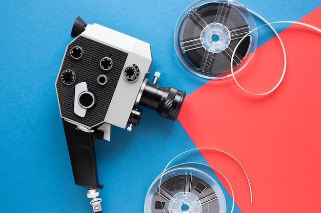 Vintage kamera filmowa z rolką filmu