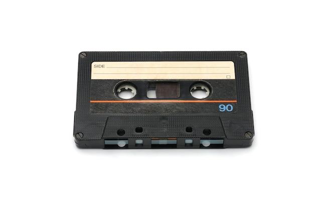 Vintage kompaktowa kaseta magnetofonowa do nagrywania magnetycznego na białym tle