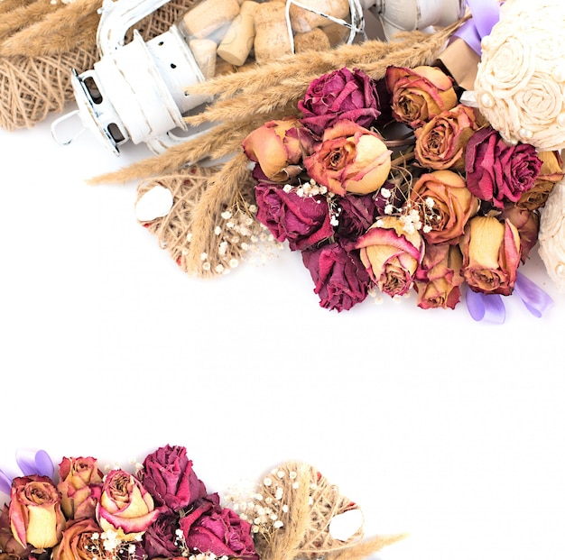 Vintage kompozycja suszonych kwiatów.