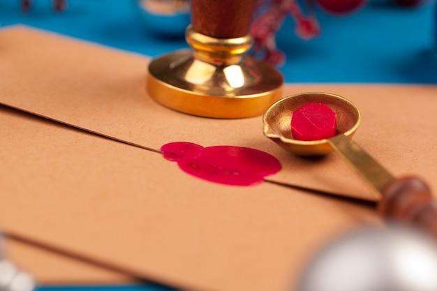 Vintage list z czerwoną pieczęcią pieczęci