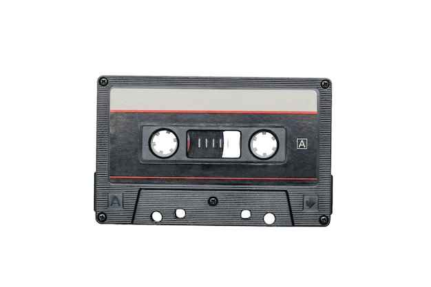 Vintage magnetofon na białym tle na białym tle. retro nośnik informacji audio.