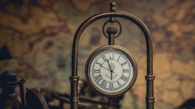 Vintage metalowy zegar