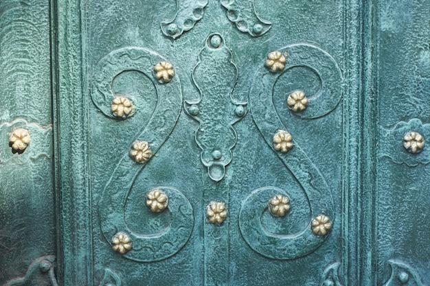 Vintage ornament w kolorze malachitowej zielonej mięty, część żelaznych drzwi