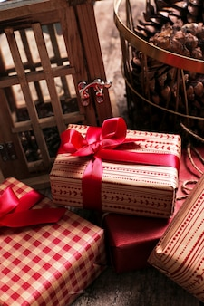 Vintage prezenty z elementami dekoracyjnymi