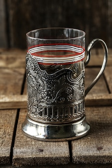 Vintage pusta szklanka do herbaty z uchwytem na kubek