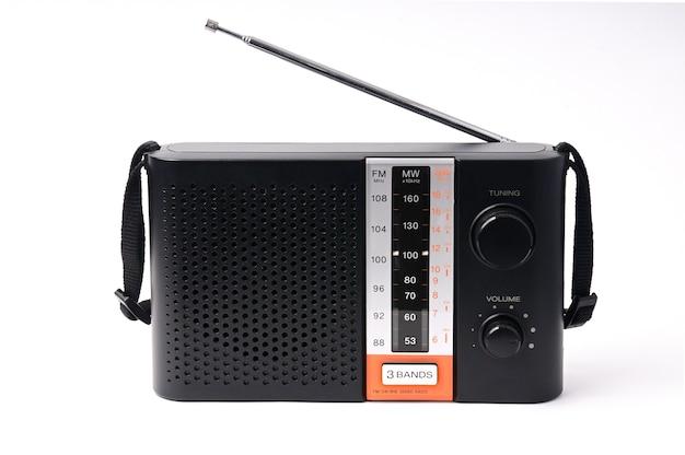 Vintage radio z programami na białym tle