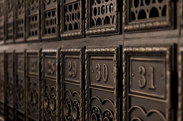 Vintage skrzynki pocztowe w perspektywie