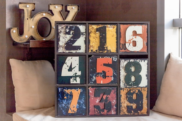 Vintage stare drewniane szuflady z numerem