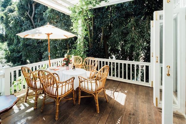 Vintage stół i dom vintage