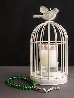 Vintage świecznik klatka dla ptaków z islamskimi koralikami modlitewnymi