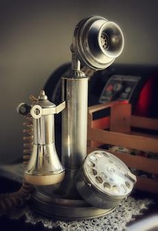 Vintage świecznik telefon