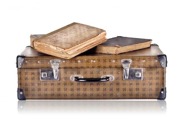 Vintage walizka z książkami