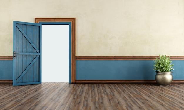 Vintage wejście do domu z otwartymi drzwiami