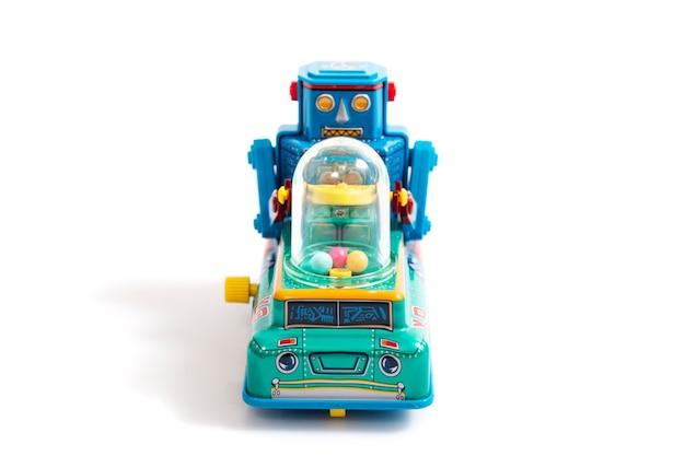 Vintage zabawka robot cyny na białym tle