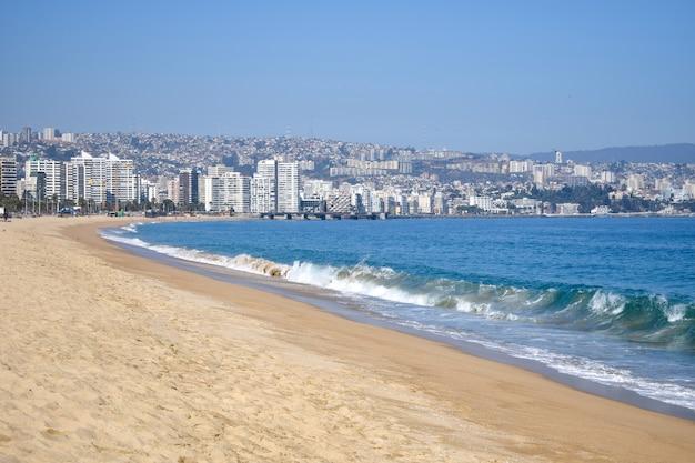 Vista do mar e da cidade de vina del mar