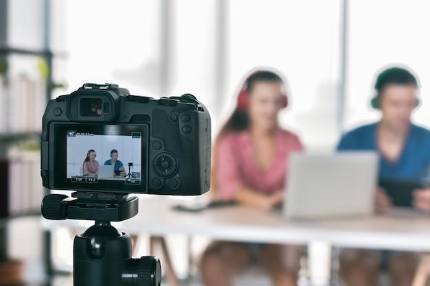 Vlogger, internetowy marketer, rozgłaszał startup małej firmy