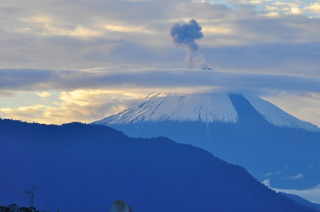 Volcano sangay, ekwador