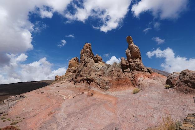 Vulcano teide na teneryfie. cudowne formacje skalne. wyspy kanaryjskie hiszpania