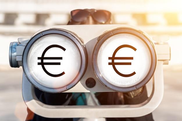W odbiciu szkła widać symbol euro