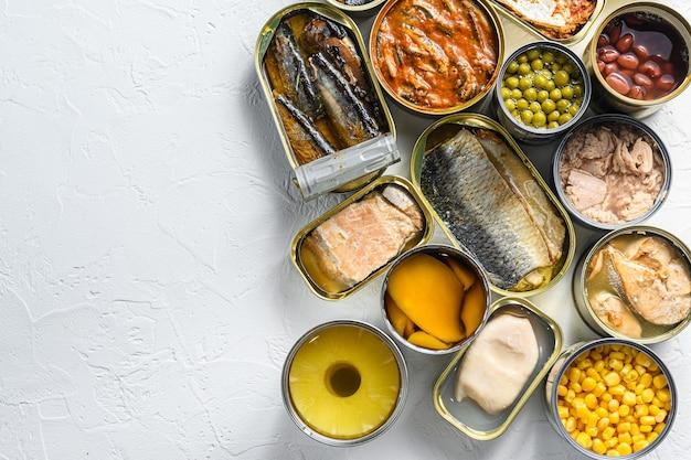 W puszkach na żywność przetworzoną konserwy saury, makreli, szprotek, sardynek
