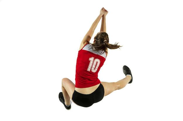 W skoku i locie. młoda kobieta siatkarz na białym tle na tle białego studia. kobieta w treningu sportowego i trampki, grając. pojęcie sportu, zdrowego stylu życia, ruchu i ruchu.