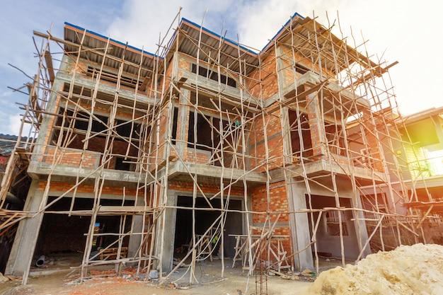 W tajlandii budowane są dwupiętrowe domy, nowoczesny projekt domu.