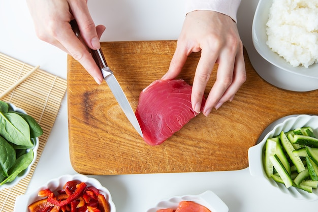 W trakcie robienia sushi