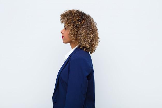 W widoku profilu, aby skopiować miejsce przed sobą, myśleć, wyobrażać sobie lub śnić na jawie