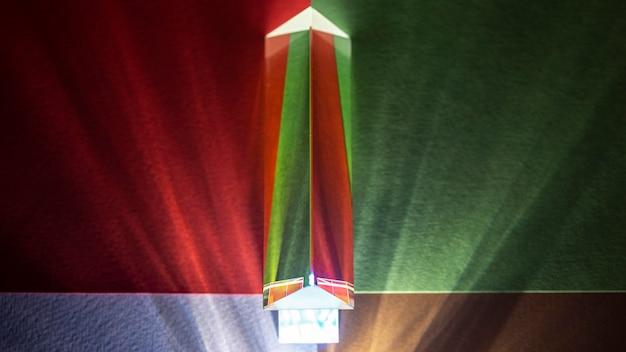 W widoku z góry pryzmat świeci na zielono i czerwono