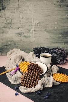 Wafle z polewą czekoladową z kawą