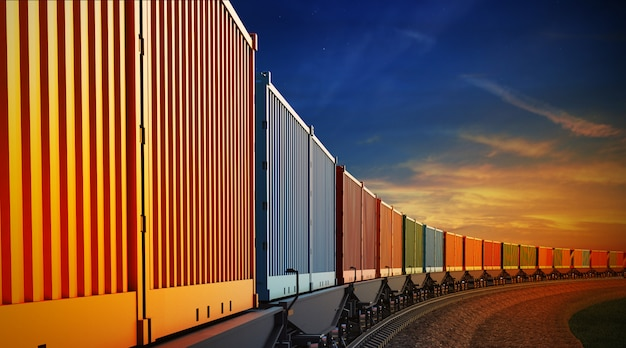 Wagon pociągu towarowego z kontenerami na tle nieba