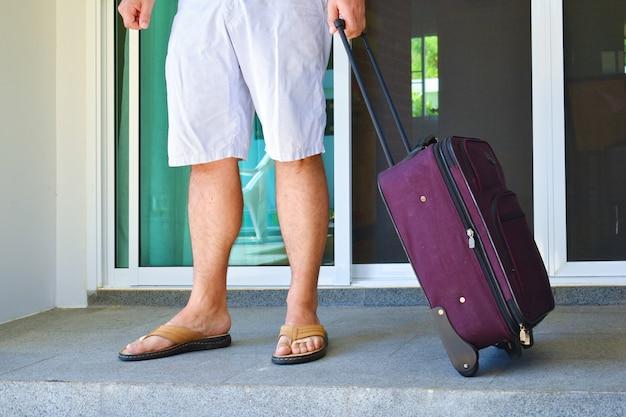 Wakacje z walizką. bagaż podręczny.