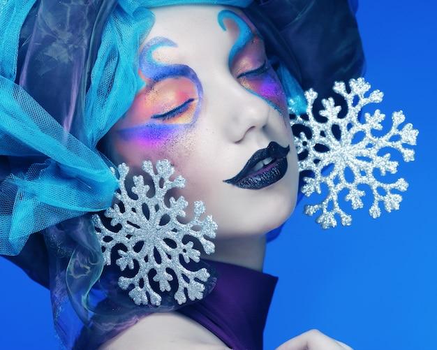 Wakacyjny makijaż. piękna twarz kobiety