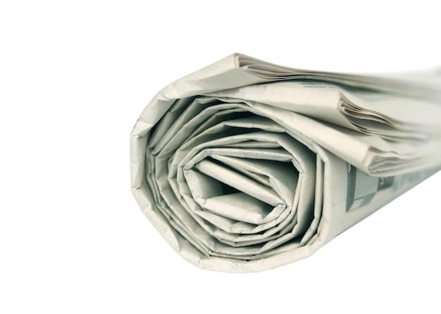 Walcowane gazety na białym tle