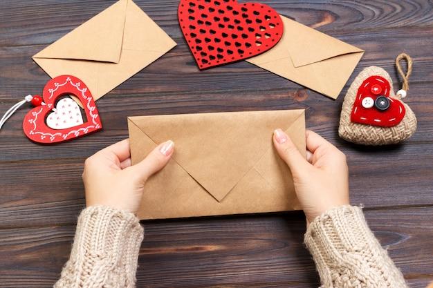 Walentynka prezent w wakacyjnej dekoraci, copyspace