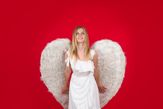 Walentynki anioł dziewczyna walentynki amorek anioł kobieta amorek dziewczyna w walentynki urocza dziewczyna amorek
