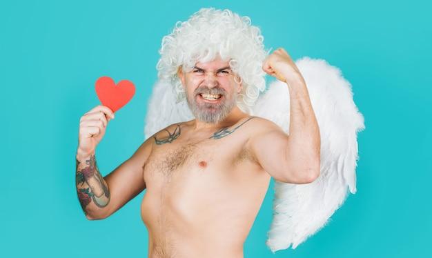 Walentynki. anioł z czerwonym sercem. seksowny kupidyn. św. walentego. niegrzeczny amorek.