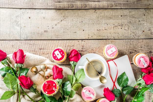 Walentynki babeczki z filiżanką kawy