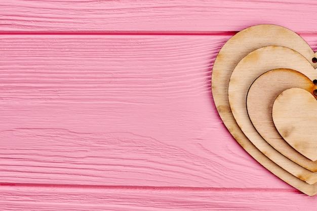 Walentynki drewniane serca decoupage. zestaw serc sklejki i miejsce na kopię. walentynki kartkę z życzeniami świątecznymi.