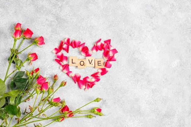 Walentynki kartkę z życzeniami z kwiatów róży.