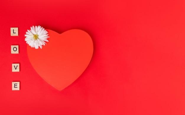 Walentynki kartkę z życzeniami z ogromnym sercem i kwiatem