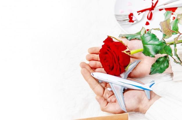 Walentynki. piękna podróż podarunkowa. selektywna ostrość.