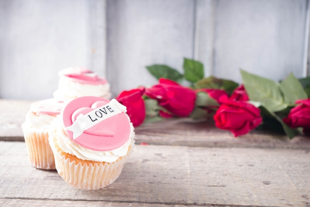 Walentynki różowe i czerwone babeczki