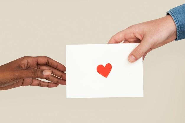 Walentynki' list miłosny z różnymi rękami